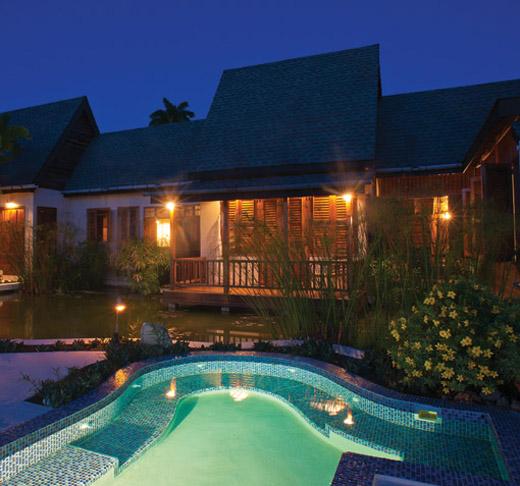 Villa_Ohana_Pool_and_Patio_at_Night_2